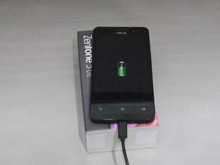 ZenFone 5充電中